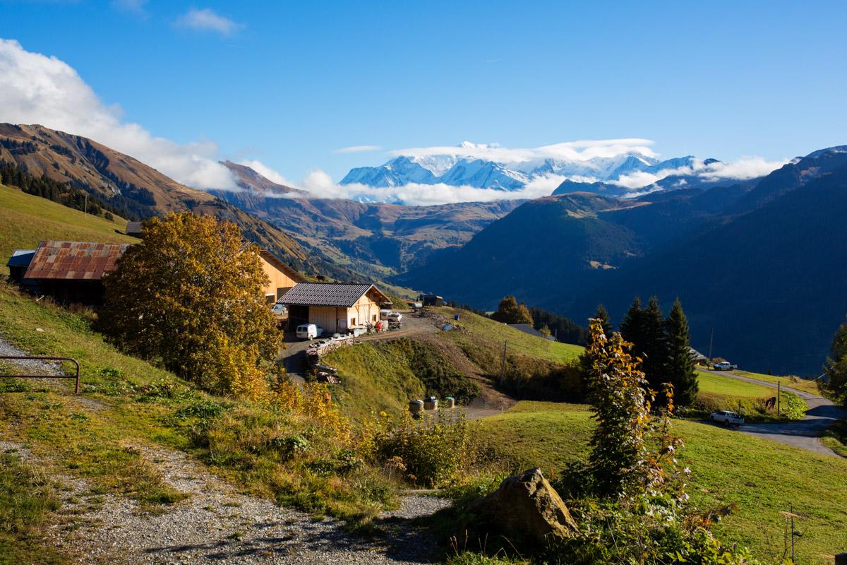 vue du chalet nantilly sur le mont blanc