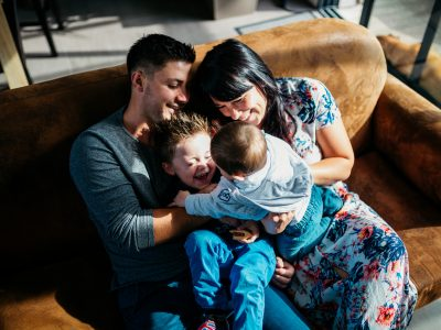 Etre heureux. Ensemble. - Séance famille lifestyle dans le Val de Saire